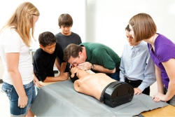 trainer performing CPR for training students